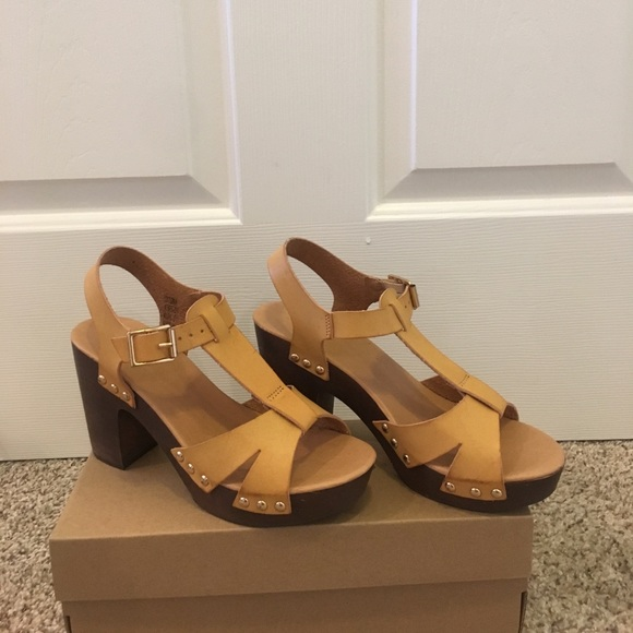 Francesca's Collections Shoes - Chunky Heel Pump - NWT and Shoe Box - Size 7